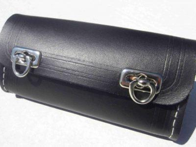 Kožená brašňa na náradie s chrómovými prackami, čierna