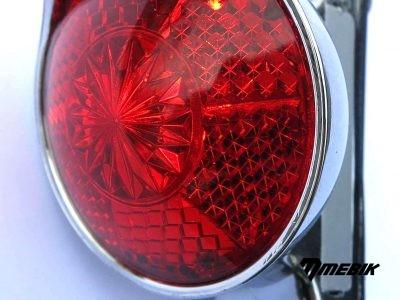 Zadné LED svetlo s okrúhlou, červenou šošovkou
